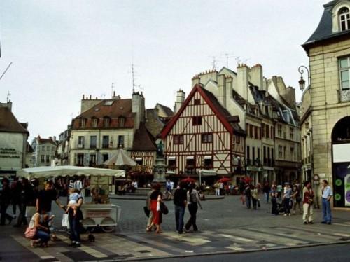 Dijon Francia 500x374 Dijon, viajes con encanto a la Borgoña francesa