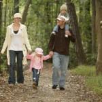 familia naturaleza 150x150 Senderismo libre y con empresas de turismo activo