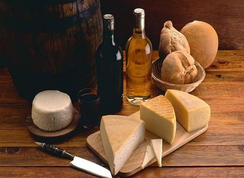 gastronomia El Hierro vino 500x365 Visita natural a la fabulosa isla de El Hierro. Saborea el encanto de las Islas Canarias