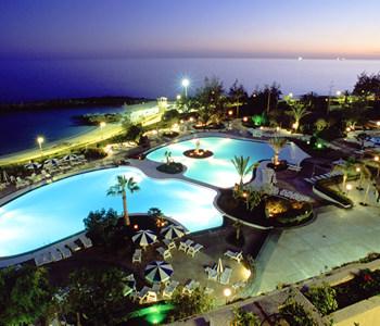 image_hotel_exterior_night_2