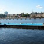 piscinas flotantes 150x150 Viaje a Berlín | El Muro de la Vergüenza